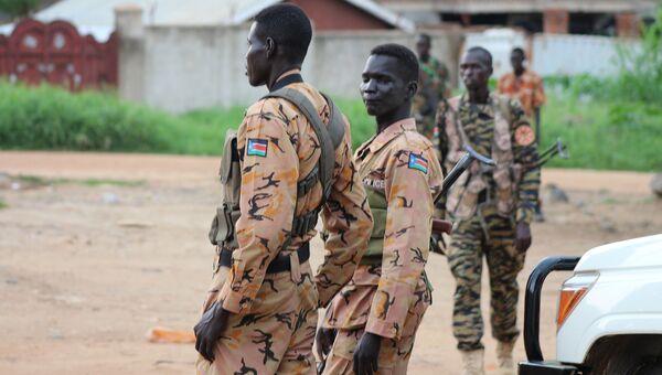 Полицейские и солдаты в столице Южного Судана Джубе. 10 июля 2016
