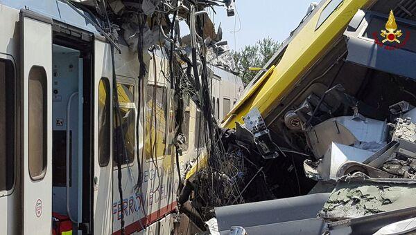 Место столкновения пригородных поездов в итальянской провинции Бари