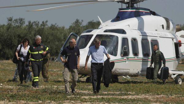 Министр инфраструктуры и транспорта Грациано Дельрио на месте столкновения пригородных поездов в итальянской провинции Бари. 12 июля 2016