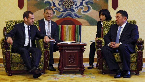 Дмитрий Медведев и председатель Великого государственного Хурала Монголии Миеэгомбын Энхболд во время встречи в Улан-Баторе