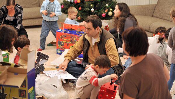 Один из авторов книги Караван счастливых историй Роман Авдеев и его семья