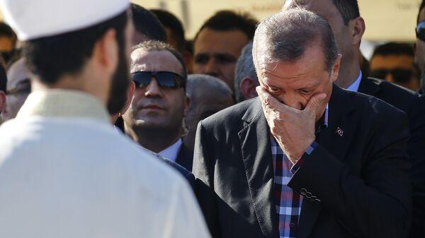 Президент Турции Реджеп Тайип Эрдоган во время похорон погибших в результате попытки военного переворота. 17 июля 2016