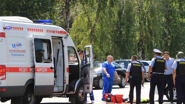 Последствия перестрелки возле отделения полиции в Алма-Ате