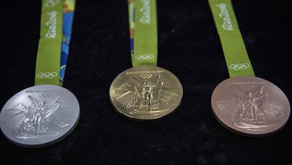 Производство медалей для Олимпийских игр в Рио-де-Жанейро. Архивное фото
