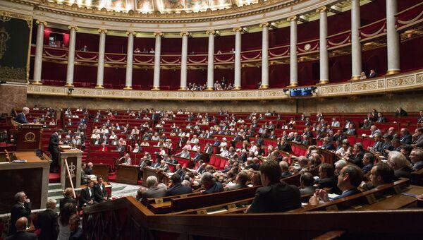 Депутаты во время заседания Национальной ассамблеи в Париже. Архивное фото