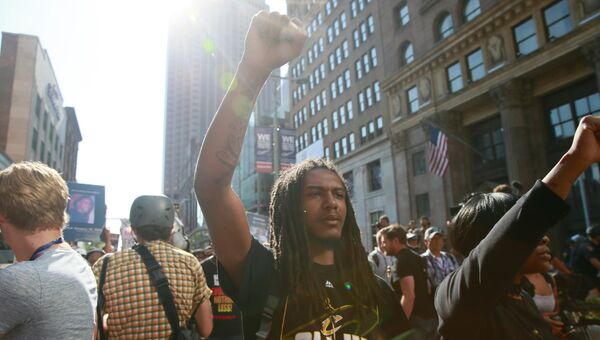Участники акции протеста в Кливленде против полицейского произвола и расизма. Архивное фото