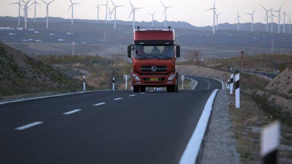 Грузовик на автомагистрали в Китае
