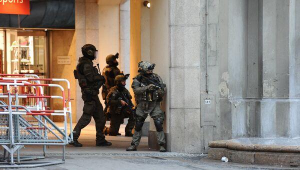 Полиция на площади Карлсплатц. Мюнхен, 22 июля 2016