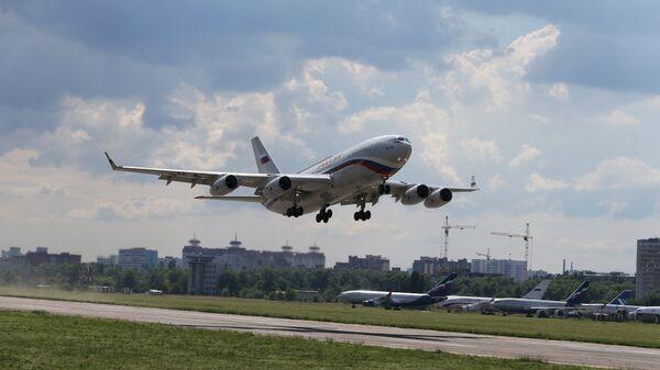 Пассажирский самолет Ил-96, переданный в Специальный летный отряд Россия Управления делами президента РФ. Архивное фото