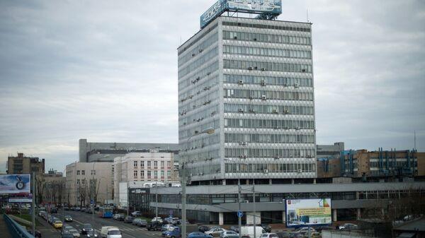 Вид на здание завода имени И.А. Лихачева в Москве