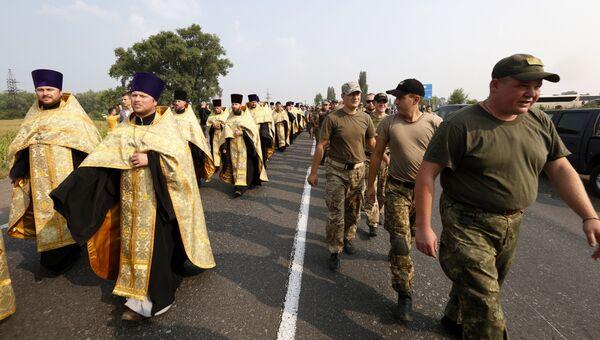 Крестный ход УПЦ МП по улице Бориполя, Украина. 25 июля 2016