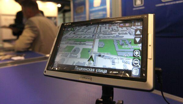Автомобильный спутниковый ГЛОНАСС/GPS навигатор. Архивное фото