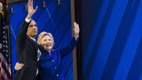 Президент США Барак Обама и кандидат в президенты Хиллари Клинтон. Архивное фото