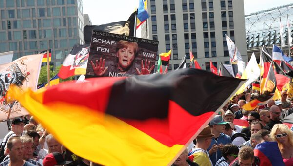 Участники акции протеста в Берлине против политики Ангелы Меркель. Архивное фото