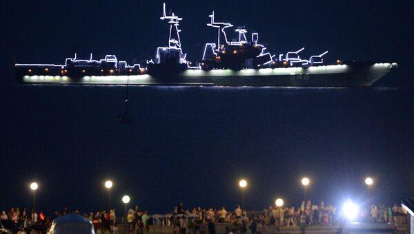 Большой противолодочный корабль Адмирал Пантелеев во время празднования Дня ВМФ во Владивостоке