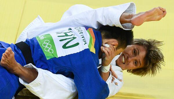 Дзюдоистки Наталья Кузютина (Россия) и Ма Иннань (КНР) на XXXI летних Олимпийских играх