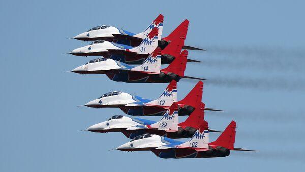 Многоцелевые истребители МиГ-29 пилотажной группы Стрижи во время конкурса Авиадартс. Архивное фото