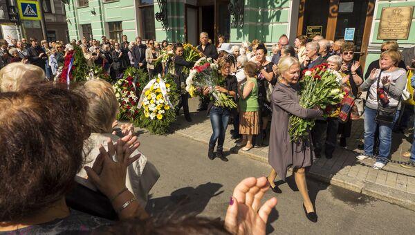 Церемония прощания с актрисой Зинаидой Шарко в Санкт-Петербурге
