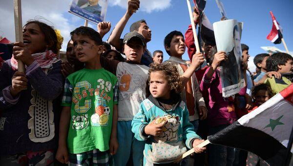 В Сирии во время раздачи российской гуманитарной помощи. Архивное фото