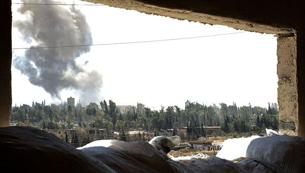 Дым над южным кварталом Рамусе сирийского города Алеппо. Архивное фото
