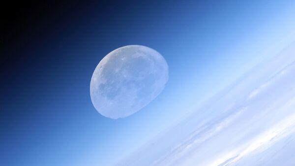 Фотография Луны сделанная российским космонавтом Федором Юрчихиным