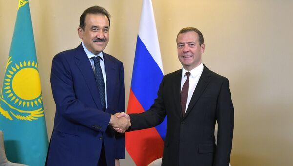 Председатель правительства России Дмитрий Медведев и премьер-министр Казахстана Карим Масимов во время встречи в Сочи. 12 августа 2016