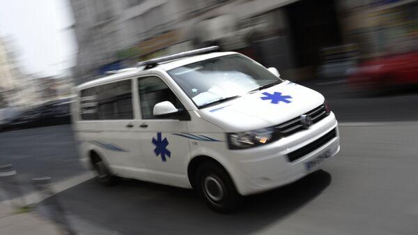Машина скорой помощи в Париже, Франция. Архивное фото