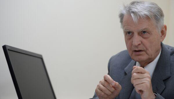 Один из защитников Белого дома, бывший народный депутат РСФСР и советник Бориса Ельцина Павел Медведев