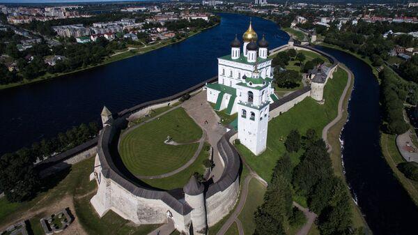 Псковский кремль и Свято-Троицкий кафедральный собор в Пскове