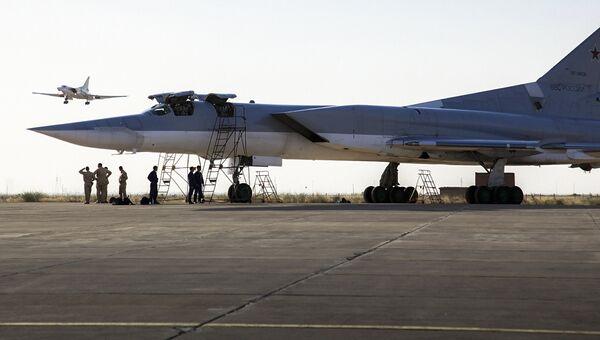 Дальние сверхзвуковые бомбардировщики-ракетоносецы Ту-22 М3 на авиабазе Хамадан в Иране