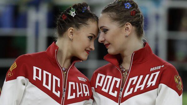 Спортсменки сборной России, завоевавшие золотые медали в групповых соревнованиях по художественной гимнастике на XXXI летних Олимпийских играх. Архивное фото