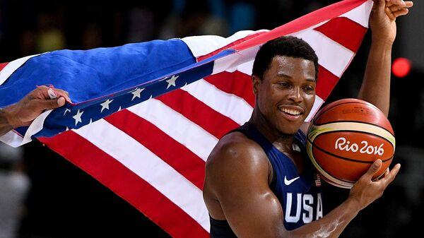 Игрок сборной США Кайл Лоури радуется победе в финале баскетбольного турнира на XXXI летних Олимпийских играх