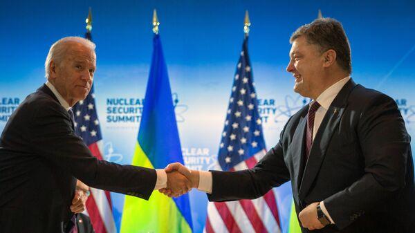 Президент Украины Петр Порошенко и вице-президент США Джозеф Байден во время встречи в Вашингтоне. Март 2016 года
