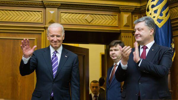 Вице-президент США Джозеф Байден перед выступлением на заседании Верховной рады Украины в Киеве. 2015 год