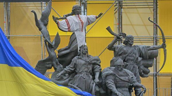 Монумент основателям города в Киеве, Украина