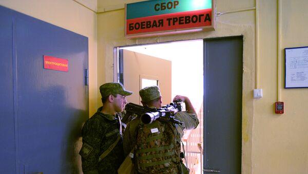 Подъем по тревоге танкового батальона для проведения тактических учений мотострелковой бригады в Южном военном округе МО России. 25 августа 2016