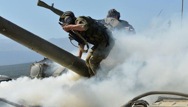Военнослужащие личного состава танкового батальона. Архивное фото