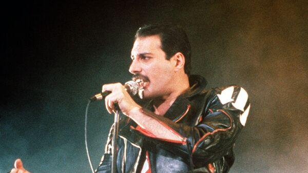 Фредди Меркьюри, солист рок-группы Queen во время концерта в Сиднее