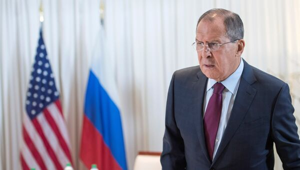 Министр иностранных дел России Сергей Лавров перед началом встречи с госсекретарем США Джона Керри в Женеве
