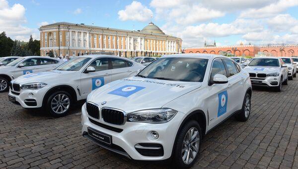 Церемония вручения премьер-министром РФ Д. Медведевым автомобилей российским спортсменам - победителям и призерам Игр XXXI Олимпиады в Рио-де-Жанейро. Архив