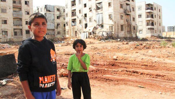 Дети беженцев на линии фронта в районе квартала 1070 на юго-западе Алеппо