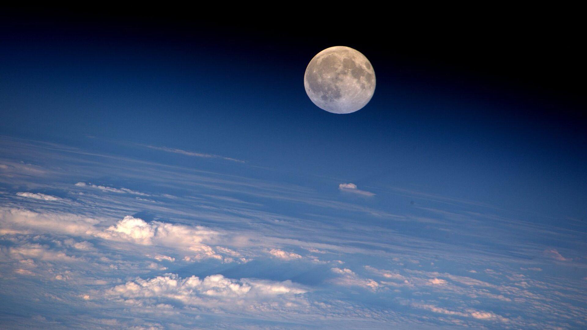 Полная Луна сфотографирована с МКС астронавтом НАСА Джеффри Уильямсом - РИА Новости, 1920, 07.08.2020