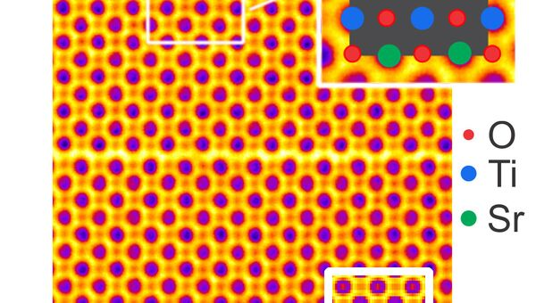 Фотография пластины из стронция, титана и кислорода, полученная субатомным микроскопом
