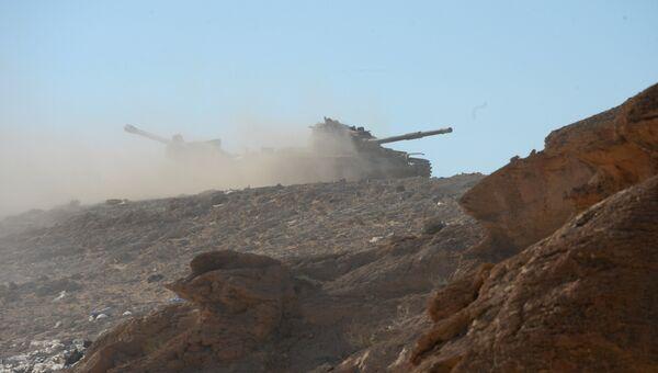 На позициях правительственной армии Сирии в 7 км к западу от города Пальмира в Сирии. Архивное фото
