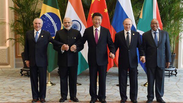 Совместное фотографирование лидеров БРИКС на саммите G20. 4 сентября 2016 года