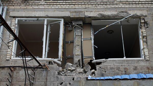 Последствия обстрела в Докучаевске в Донецкой области. Архивное фото