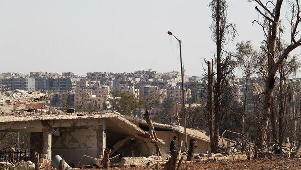 На территории военных училищ в Алеппо, которая была освобождена сирийской армией. Архивное фото