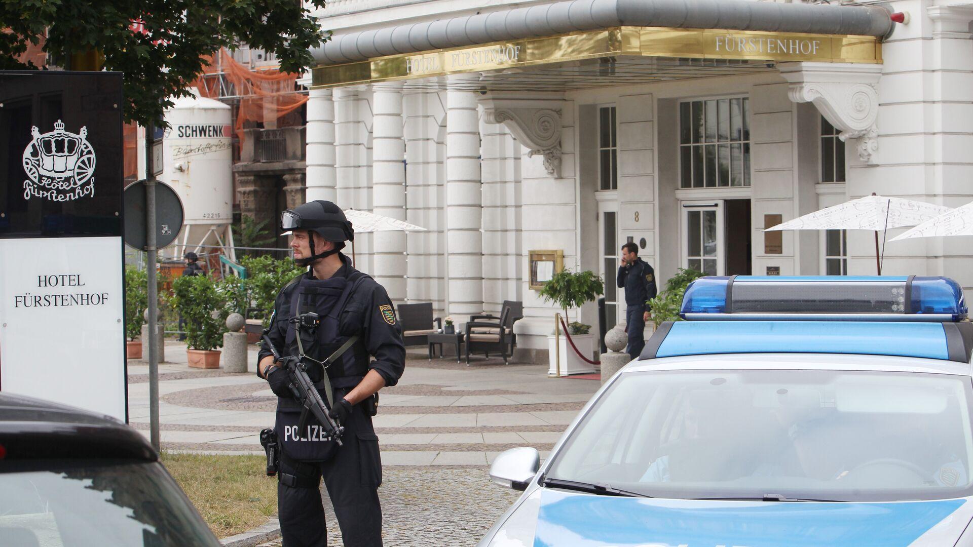Сотрудники немецкой полиции у здания отеля Fuerstenhof в Лейпциге, Германия. 6 сентября 2016 - РИА Новости, 1920, 06.09.2020