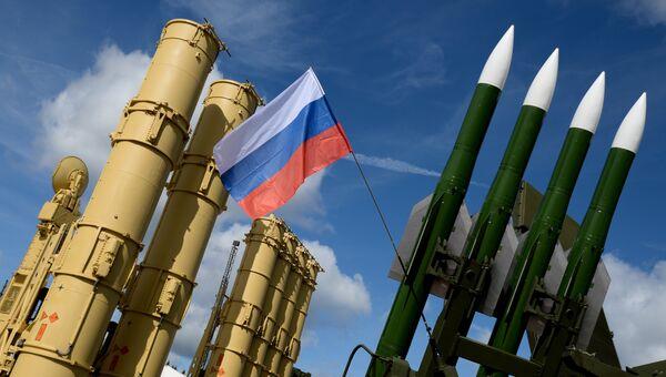 Зенитная ракетная система Антей-2500 и зенитный ракетный комплекс Бук-М2Э на экспозиции Международного военно-технического форума АРМИЯ-2016