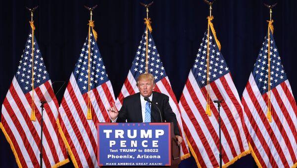 Кандидат в президенты США от Республиканской партии Дональд Трамп во время предвыборной кампании городе Финикс, штат Аризона